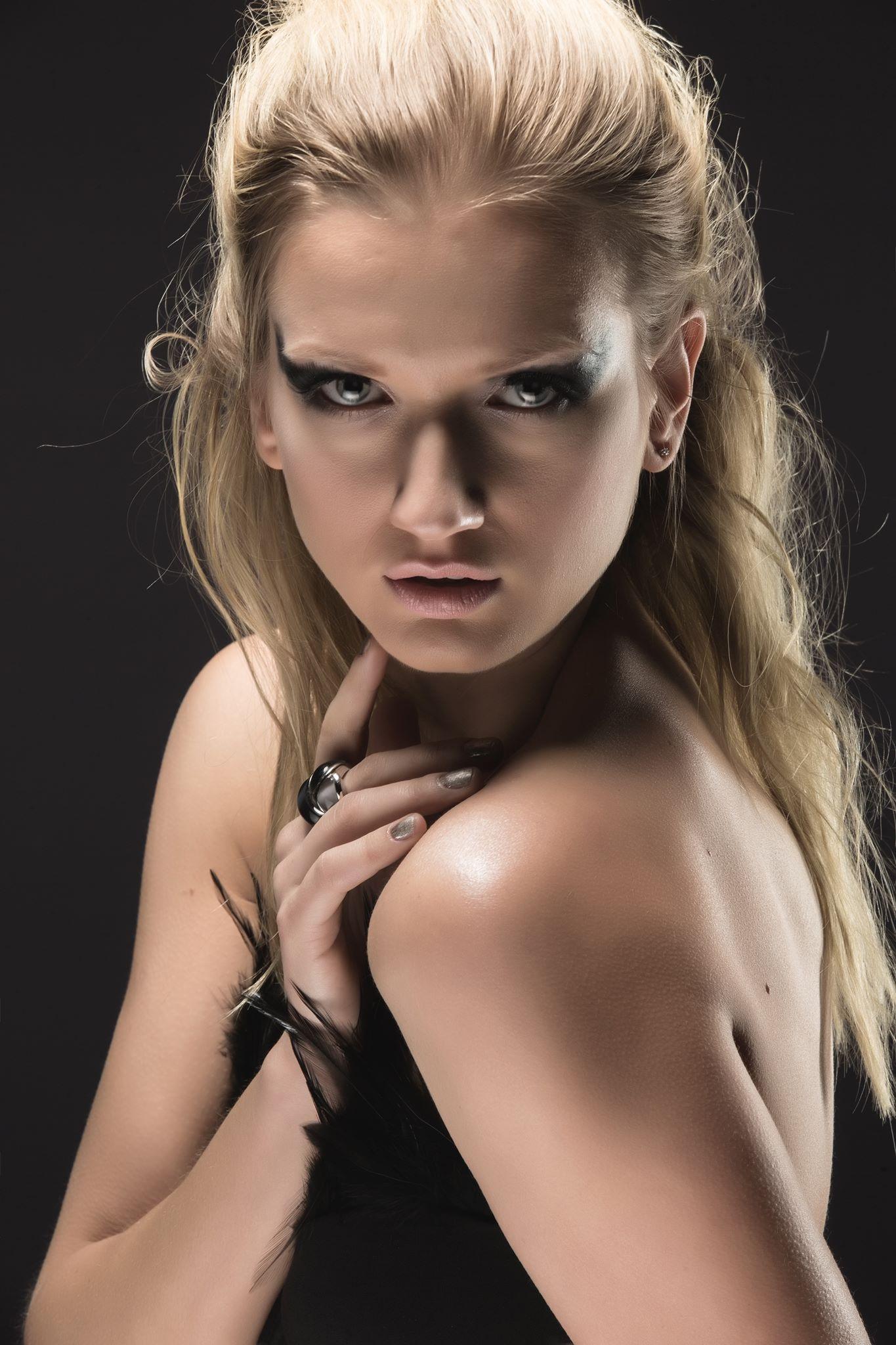 Yana Martens beauty posing Workshops