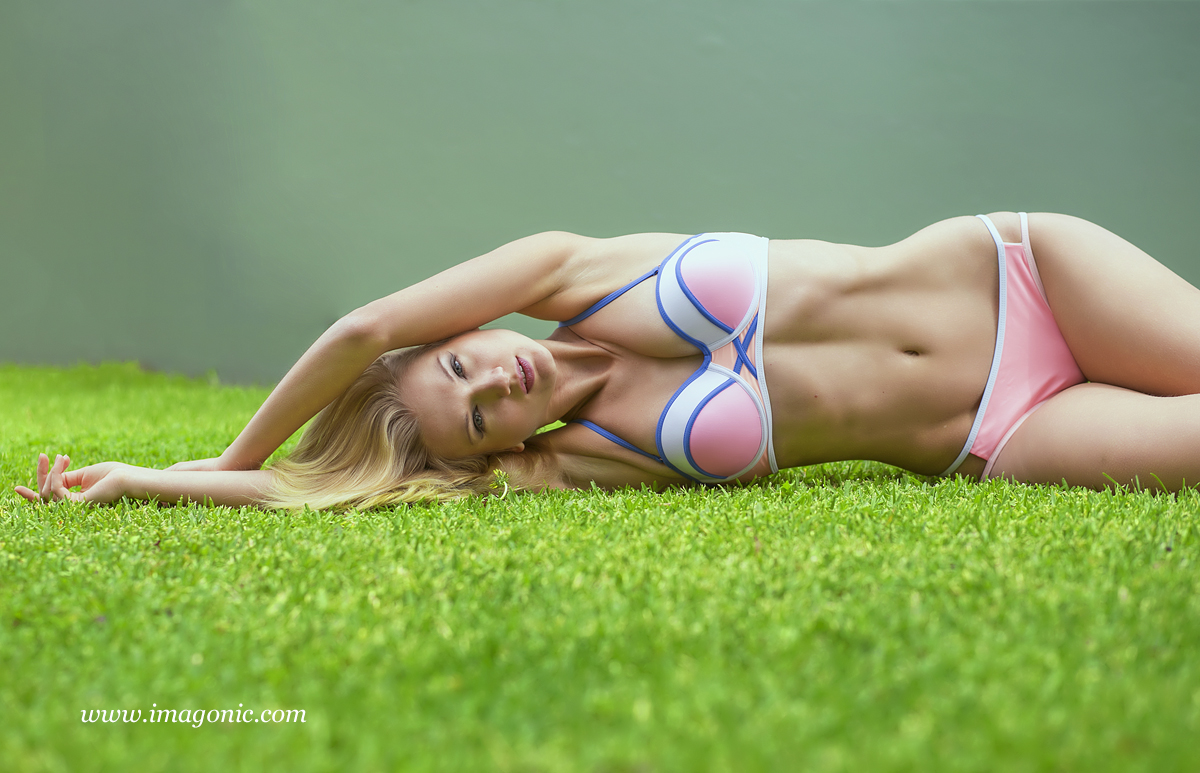 Yana Martens photography swimwear posing workshop