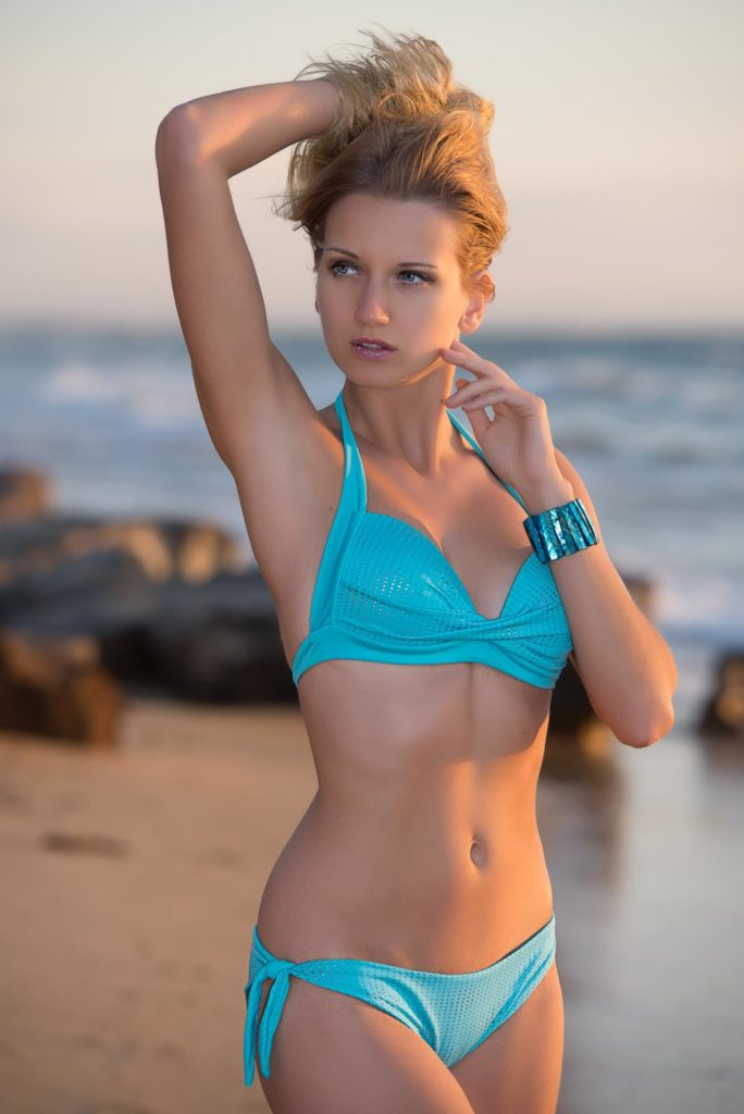 Yana Martens swimwear posing workshop